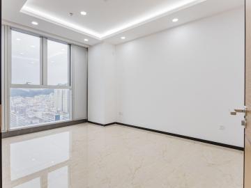 138平米国威电子商务大厦 中层可备案 精装配套齐全