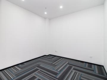 华瀚科技大厦 218平米 精装配套完善 中层
