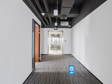 新浩e都低层 921平米紧邻地铁 电梯口高使用率