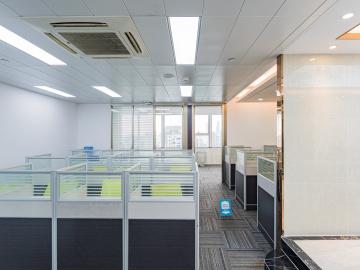135平米世界金融中心 高层临地铁 使用率高位置优越写字楼出租