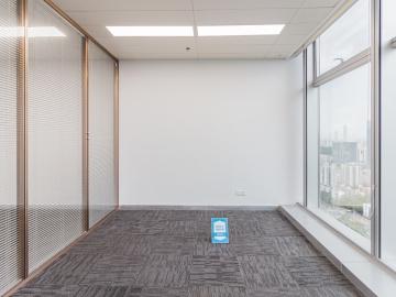 地铁直达 卓越城南区 153平米电梯口 高层精装