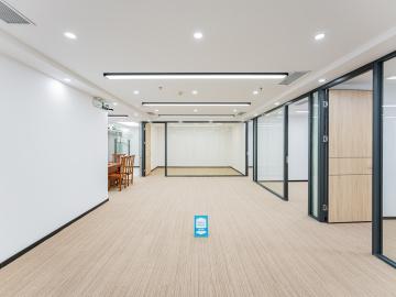 259平米华融大厦 中层紧邻地铁 电梯口业主直租