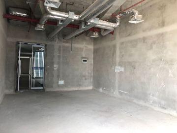 香江金融中心 94平米 紧邻地铁可备案 低层电梯口