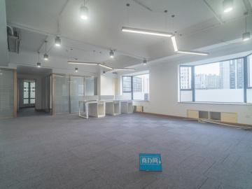紧邻地铁 天安国际大厦 200平米可备案 中层热门地段