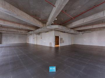 卓越前海壹号中层 673平米地铁口 可备案电梯口