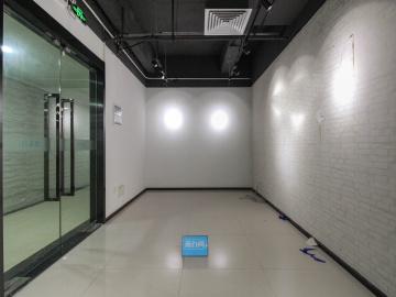万国城高层 420平米楼下地铁 可备案精装