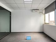 马家龙工业区 218平米 特价!可备案 高层电梯口