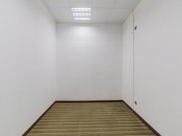 万利大厦二期 685平米 精装有隔间 低层