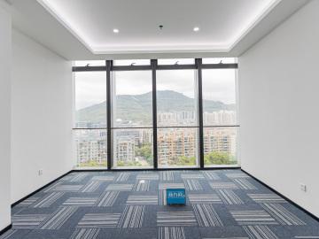 方大城中层 1036平米价格便宜 可备案电梯口
