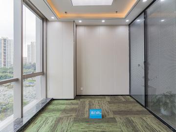 268平米侨城坊 中层可备案 电梯口精装