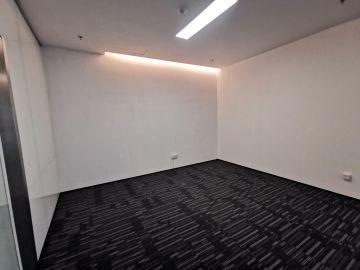 HALO广场 393平米 地铁口可备案 高层精装