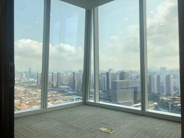 卓越前海壹号 323平米 近地铁可备案 高层电梯口