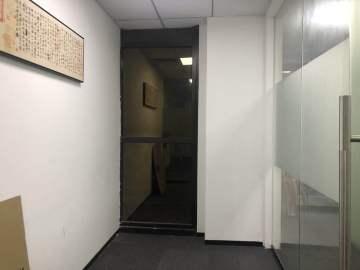 424平米卓越城北区 中层楼下地铁 可备案业主直租