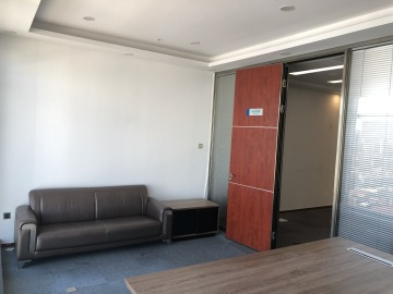 卓越城南区中层 86平米近地铁 可备案电梯口