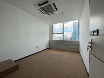 地铁口 世界金融中心 336平米可备案 中层精装