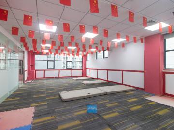 马家龙工业区 148平米 精装商业完善 高层