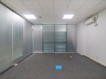 马家龙工业区 208平米 精装配套完善 低层