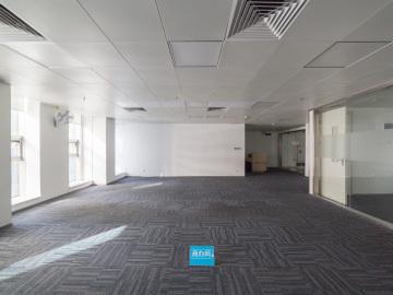 华融大厦低层 300平米紧邻地铁 可备案业主直租