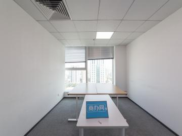 132平米新天世纪商务中心 中层紧邻地铁 可备案高使用率