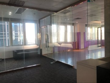 中央西谷大厦 256平米 红本备案使用率高 低层装修好写字楼出租