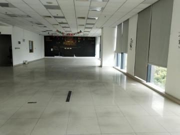 紧邻地铁 中投国际商务中心 1328平米电梯口 低层业主直租