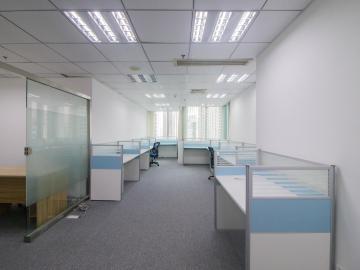 地铁口 嘉里中心 76平米企业聚集地 中层特价写字楼出售