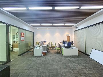 136平米新天世纪商务中心 中层地铁直达 热门楼盘现售