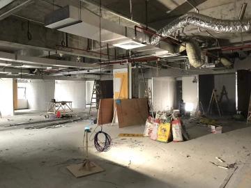 深圳市软件产业基地低层 628平米地铁出口 装修好甩售