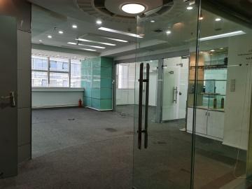 财富广场 144平米 地铁口高使用率 高层精装