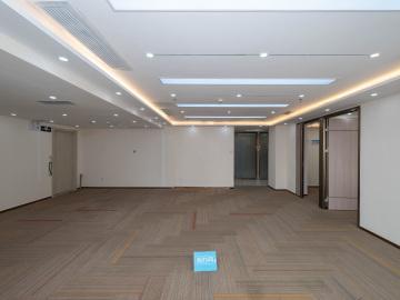 紧邻地铁 创建大厦 238平米电梯口 中层精装