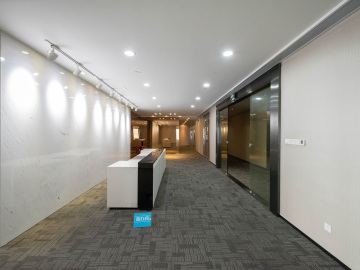 428平米京基100 中层有地铁 可备案直租写字楼出租