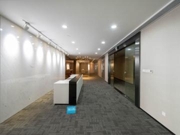 428平米京基100 中层地铁口 电梯口业主直租