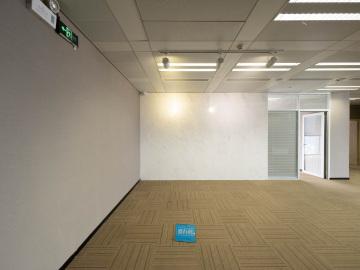 楼下地铁 京基100 549平米可备案 中层业主直租