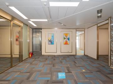 平安金融中心 222平米 近地铁可备案 高层业主直租