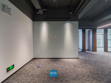 地铁旁 宏发前城中心 552平米一手业主 低层装修好写字楼出租