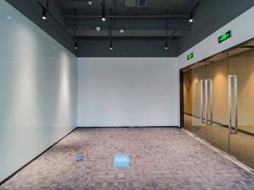 近地铁 宏发前城中心 474平米高使用率 低层商业完善
