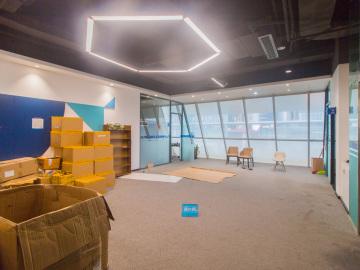 中海信创新产业城高层 650平米有地铁 大面积装修好写字楼出租