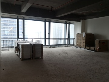 前海华润金融中心中层 163平米交通枢纽 房本在手空置中