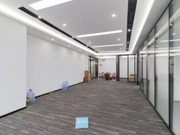 易尚中心中层 255平米精装 办公好房随时看房