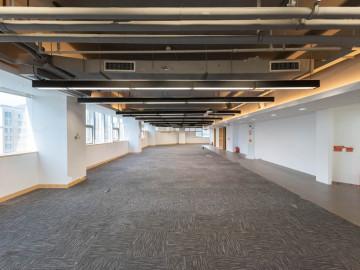 正地铁站 深福保大厦 1100平米整层 中层装修好