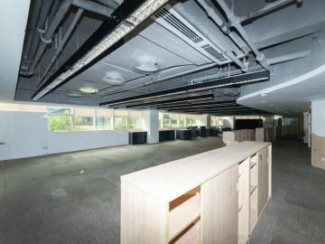 深福保大厦低层 1100平米沿地铁 适合自用装修好