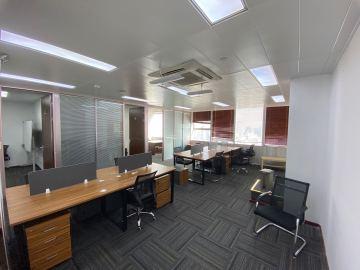 135平米世界金融中心 高层近地铁 可备案业主直租