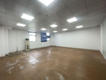 楼下地铁 向南商业大厦 223平米热门地段 中层优选办公