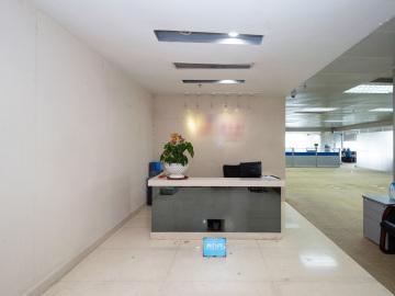 紧邻地铁 荣超经贸中心 587平米可备案 高层高使用率