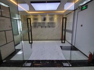 楼下地铁 大庆大厦 318平米电梯口 低层精装