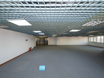 新闻大厦中层 198平米地铁出口 使用率高位置优越写字楼出租